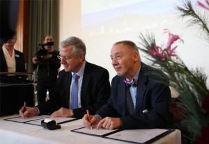 Die Rektoren der beiden Hochschulen bei der Vertragsunterzeichnung