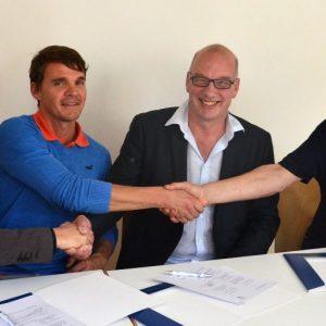 unterzeichnung des Kooperationsvertrages mit der Kastelbergschule Waldkirch. v.l.n.r.: Lars Holzäpfel, Christian Baier, Manfred Kasten und Wolfgang Hochbruck