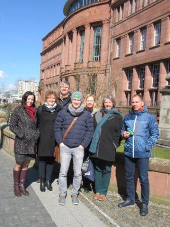 Gruppenfoto vor dem KG I